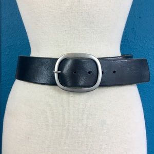 Banana Republic classic black leather belt, sz S